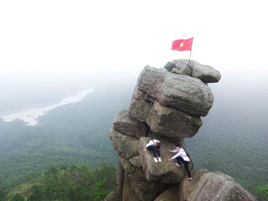 10 mỏm đá chỉ nhìn cũng tim đập chân run ở Việt Nam - Ảnh 10.