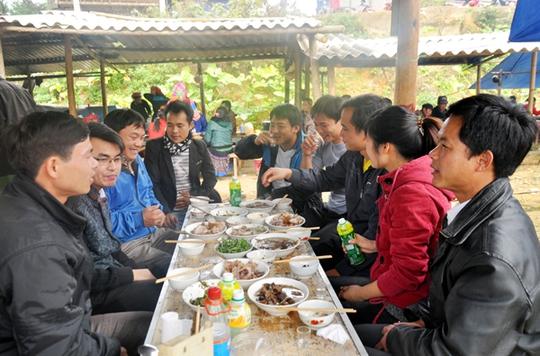 Những món ăn thử rồi ghiền tại chợ phiên Lào Cai - Ảnh 10.
