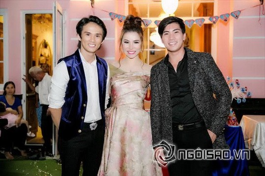 Dàn sao Việt mừng sinh nhật hoàng tử nhà Hoa hậu Bùi Thị Hà - Ảnh 9.