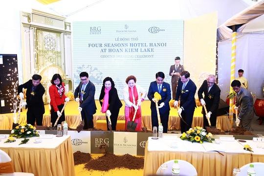 Lãnh đạo TP Hà Nội dự lễ khởi công khách sạn 6 sao tại bờ hồ Hoàn Kiếm.