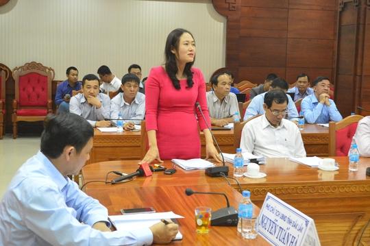Bà Ngô Thị Minh Trinh, Phó Chủ tịch UBND huyện Krông Pắk, thông tin tại buổi họp báo