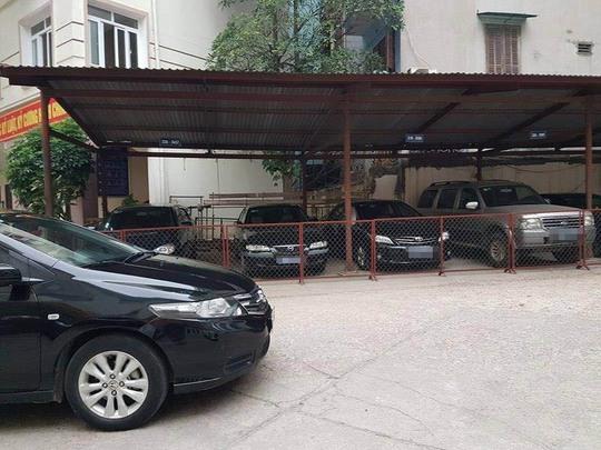 Hà Nội thực hiện khoán xe công từ ngày 1-3, hàng chục chiếc xe dôi dư đã được niêm phong chờ làm thủ tục đấu giáẢnh: PHƯƠNG NHUNG