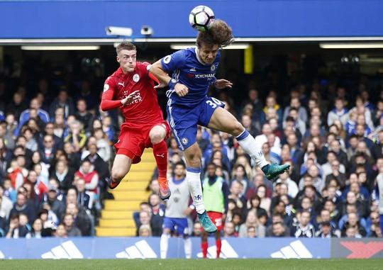 Leicester của Vardy sẽ vất vả khi tái đấu Chelsea của David Luiz Ảnh: REUTERS