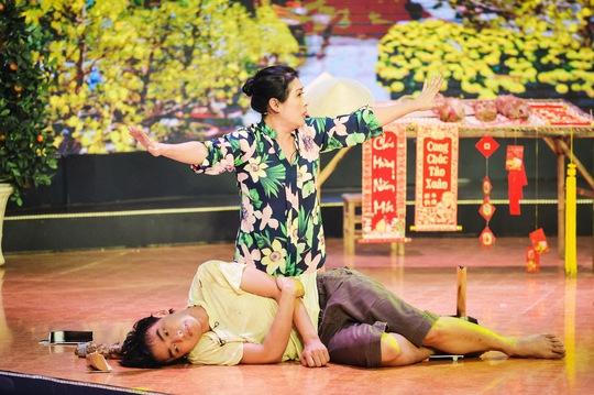 Phúc Zelo trình diễn trong đêm chung kết với nghệ sĩ Thanh Thủy