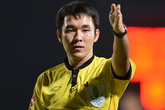 Trọng tài thổi trận Hà Nội – Quảng Nam bị bắt vì dàn xếp tỉ số - Ảnh 2.