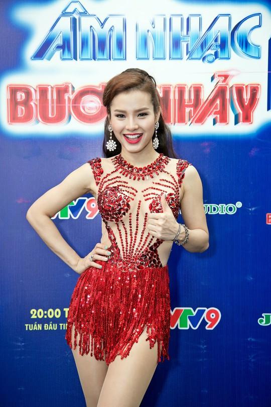 Hari Won, Phương Trinh Jolie khuấy động Âm nhạc & Bước nhảy tháng 6 - Ảnh 3.