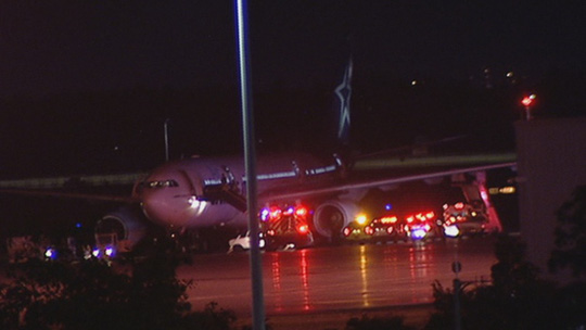 Mắc kẹt 5 giờ trong máy bay mất điện, hành khách kêu cứu - Ảnh 1.