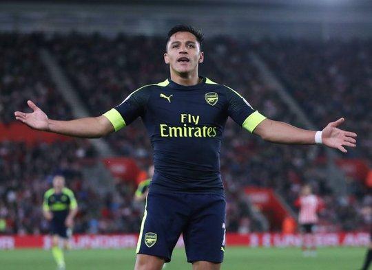 Sanchez lập kỷ lục ghi bàn sân khách ở Premier League - Ảnh 1.