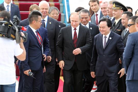 Tổng thống Nga rời sân bay sau lễ đón