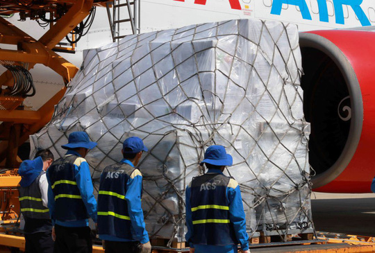 Hàng viện trợ của ASEAN đến với nạn nhân bão số 12 - Ảnh 4.