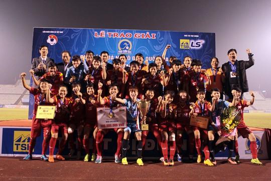 Hơn nửa tỉ đồng tiền thưởng cho bóng đá nữ TP HCM - Ảnh 2.