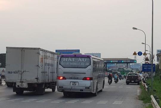 Vụ trạm thu phí quốc lộ 5: Đã triệu tập một số tài xế - Ảnh 2.