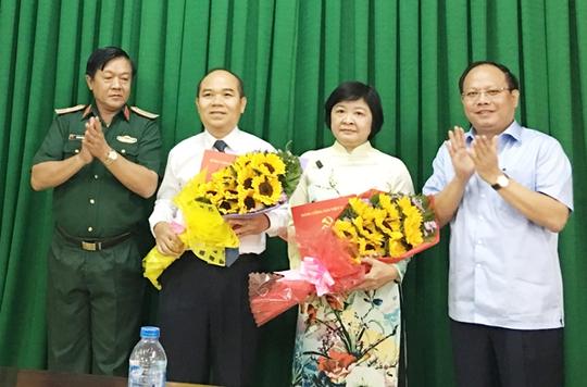 Thay mặt Ban Thường vụ Thành ủy TP HCM, Phó Bí thư Thường trực Thành ủy TP Tất Thành Cang đã trao quyết định nhân sự lãnh đạo quận 9