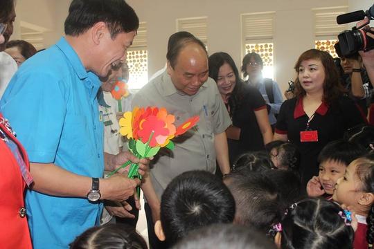 Thủ tướng Nguyễn Xuân Phúc gặp gỡ công nhân lao động Đồng Nai - Ảnh 2.
