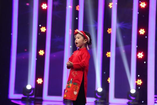 Cô bé Quế Anh khoe tài MC khi chỉ mới 4 tuổi