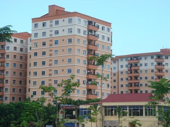 Người dân mua nhà chung cư hiện nay đang phải chịu giá nhà khá cao vì phải tính chi phí mua đất vĩnh viễn.