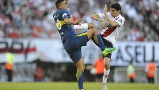 Cú kungfu của De Jong được tái hiện ở derby Argentina - Ảnh 5.