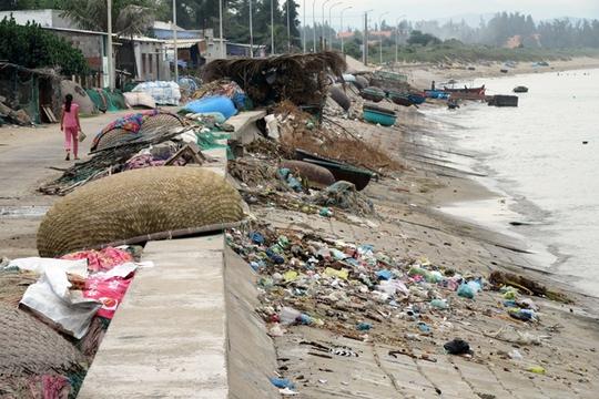Bất lực nhìn biển Ninh Thuận ngập rác - Ảnh 1.
