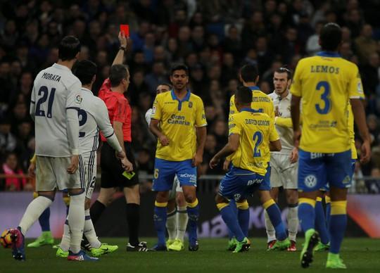 Bale nhận thẻ đỏ khiến Real Madrid vất vả hòa Las Palmas 3-3 rạng sáng 2-3 Ảnh: REUTERS