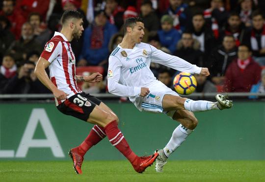 Ramos lập kỷ lục thẻ đỏ, Real Madrid gần hết cơ hội vô địch - Ảnh 2.