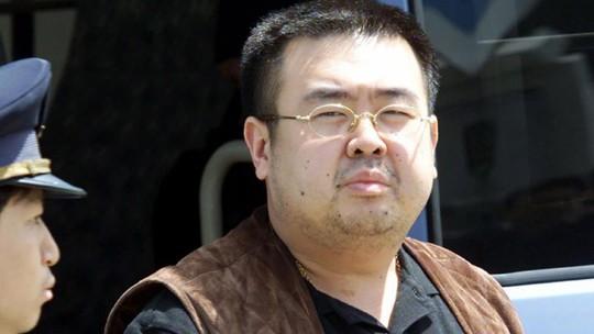 Ông Kim Jong-nam mang nhiều thuốc giải độc trong ba lô - Ảnh 1.