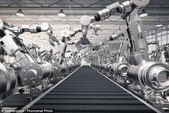 Ngân hàng Trung ương Anh cho biết nhiều doanh nghiệp sử dụng robot để cắt giảm chi phí do giá cả tăng cao Ảnh: PHONLAMAI PHOTO