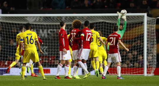 Romero cản phá xuất thần bảo toàn chiến thắng cho M.U