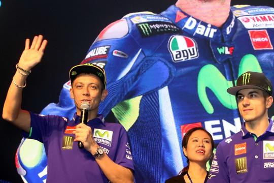Valentino Rossi trong cuộc giao lưu với người hâm mộ ở TP HCM trưa 12-2