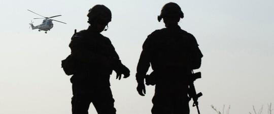Lính Taliban bắn chết 3 biệt kích Mỹ - Ảnh 1.