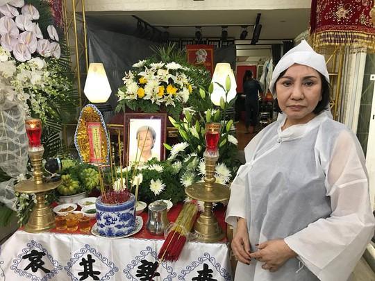 Thọ tang mẹ, nghệ sĩ Kiều Tiên bật mí chuyện gia đình - Ảnh 1.