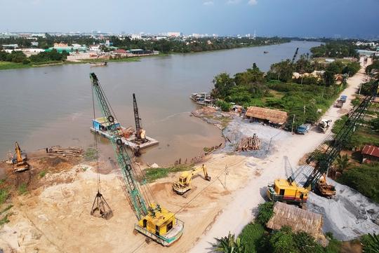 Nửa đêm, bờ sông Sài Gòn bỗng dưng mất 1.250 m2 - Ảnh 1.