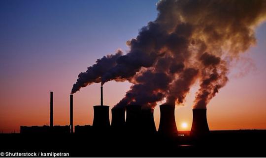 Những hoạt động công nghiệp của con người đang khiến bầu khí quyển Trái Đất quá tải. Ảnh: Shutterstock.