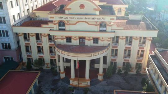 """Đang xử phiên tòa """"lạ"""" ở Tiền Giang - Ảnh 2."""