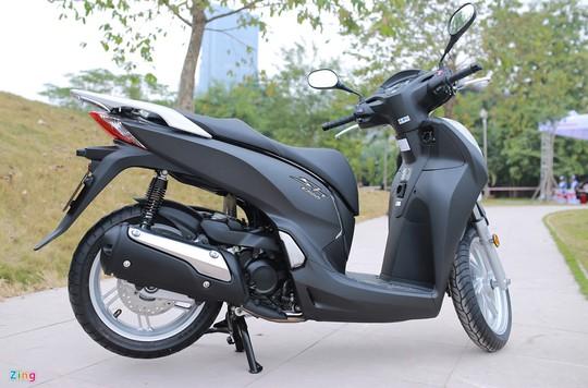 Honda SH 300i đang có lượng khách ổn định, bất chấp giá bán cao chót vót.