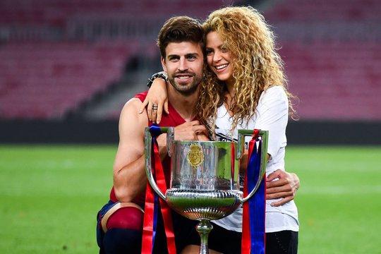 Đồng đội Gerard Pique và vợ Shakira thông báo sẽ bỏ lỡ đám cưới của tiền đạo thuộc biên chế Barca.