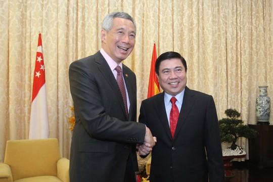 Chủ tịch UBND TP HCM Nguyễn Thành Phong hội kiến với Thủ tướng Singapore Lý Hiển Long
