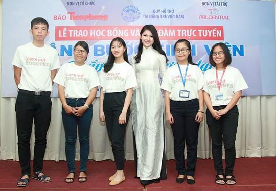 Á hậu Thùy Dung: Sinh viên khó khăn đến được giảng đường là kỳ tích - Ảnh 2.
