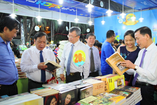 Lãnh đạo TP Cần Thơ đến tham quan Hội Sách