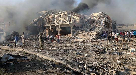 Thế giới sững sờ trước vụ đánh bom kép ở Somalia - Ảnh 3.