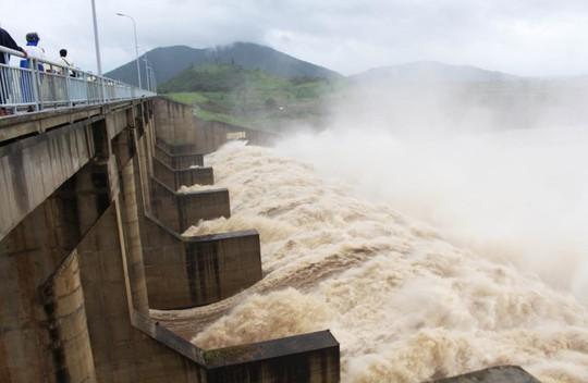 Thủy điện ồ ạt xả lũ xuống hạ lưu sông Ba - Ảnh 1.