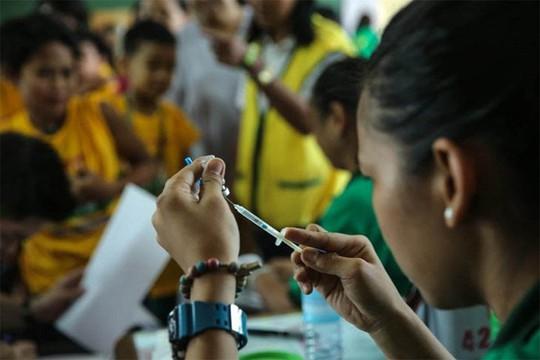 Philippines điều tra vắc-xin nguy hiểm - Ảnh 1.