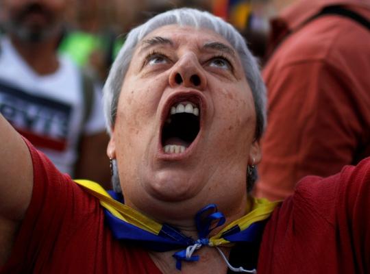 450.000 người xuống đường ở Catalonia sau đòn mạnh từ Tây Ban Nha - Ảnh 1.