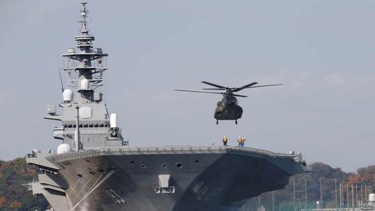 Tàu sân bay trực thăng Izumo tại căn cứ ở Yokosuka Ảnh: REUTERS