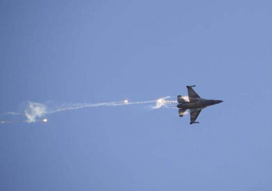 Syria phóng tên lửa đáp trả Israel - Ảnh 1.