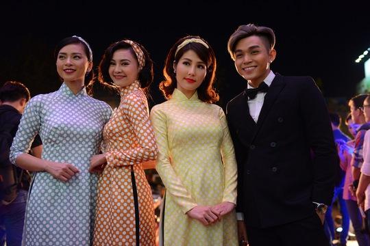 Ngô Thanh Vân và những diễn viên trong dự án phim Cô Ba Sài Gòn của cô