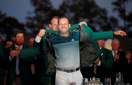 Hôn thê quyến rũ của nhà vô địch golf Masters 2017