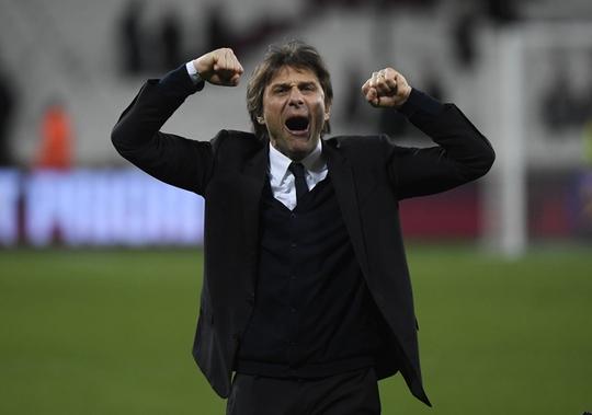 HLV Conte vui sướng khi Hazard ghi bàn mở tỉ số cho Chelsea