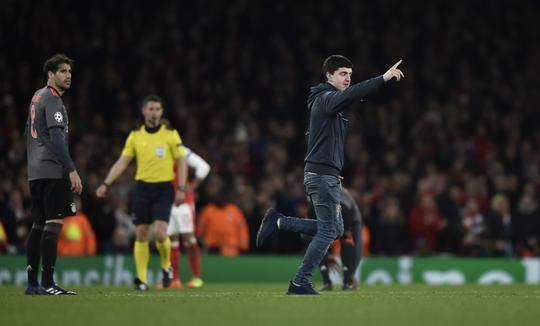 CĐV Arsenal thất vọng tột cùng, đòi sa thải liền Wenger