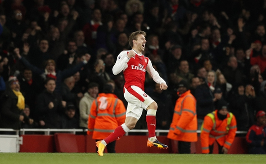 Ăn may Leicester, Arsenal nuôi hy vọng vào tốp 4 - Ảnh 1.