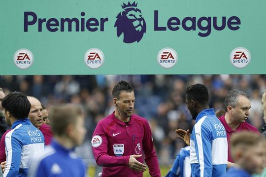 Ông Clattenburg điều khiển trận West Brom - Leicester tối 29-4, trận cuối cùng của ông ở Premier League